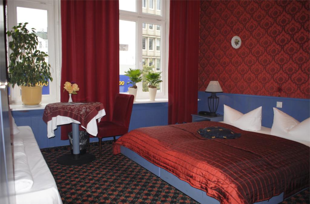 Hotel Village Hamburg::Dreibettzimmer